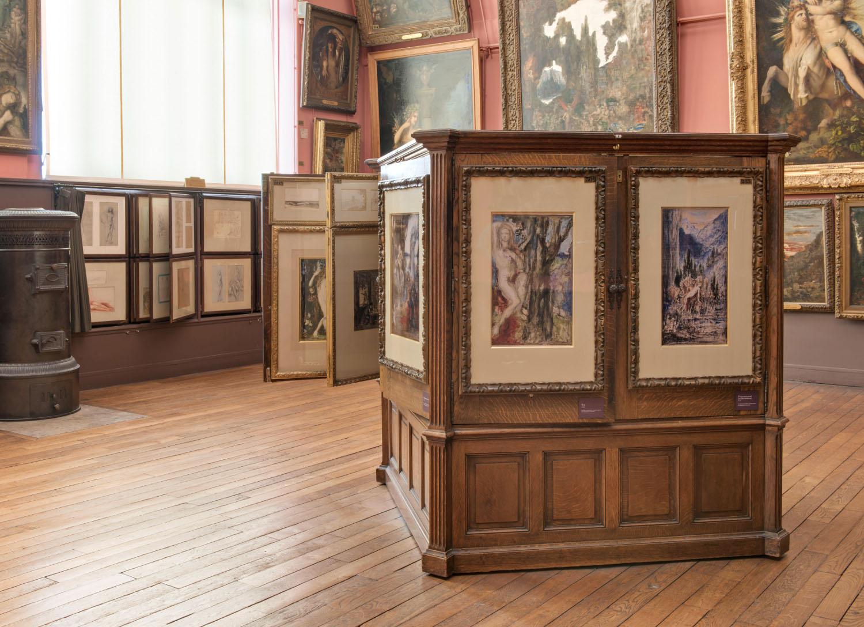 Vue du meuble à aquarelles dans l'atelier de Gustave Moreau au 3e étage du Musée Gustave Moreau