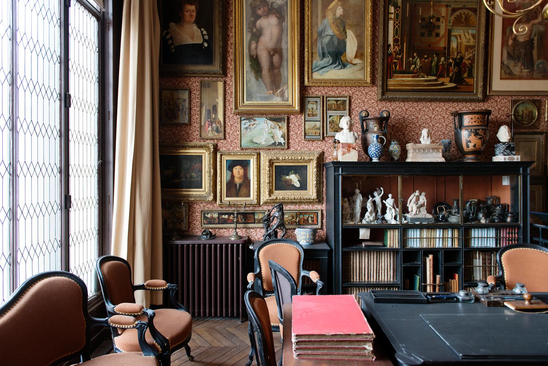 Vue du cabinet de réception de Gustave Moreau
