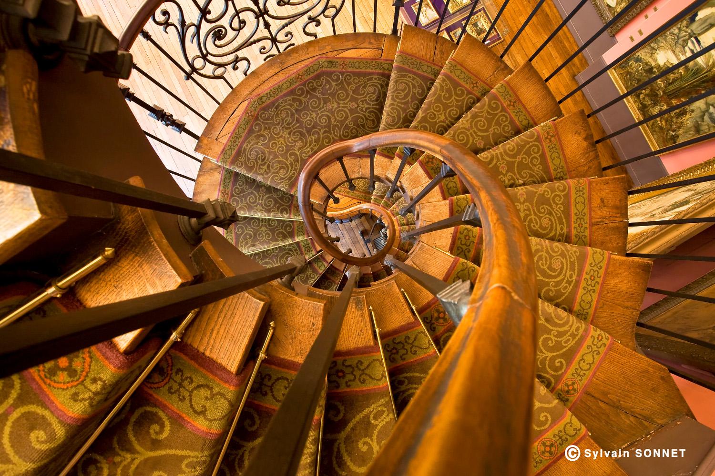 Vue de l'escalier de l'atelier de Gustave Moreau